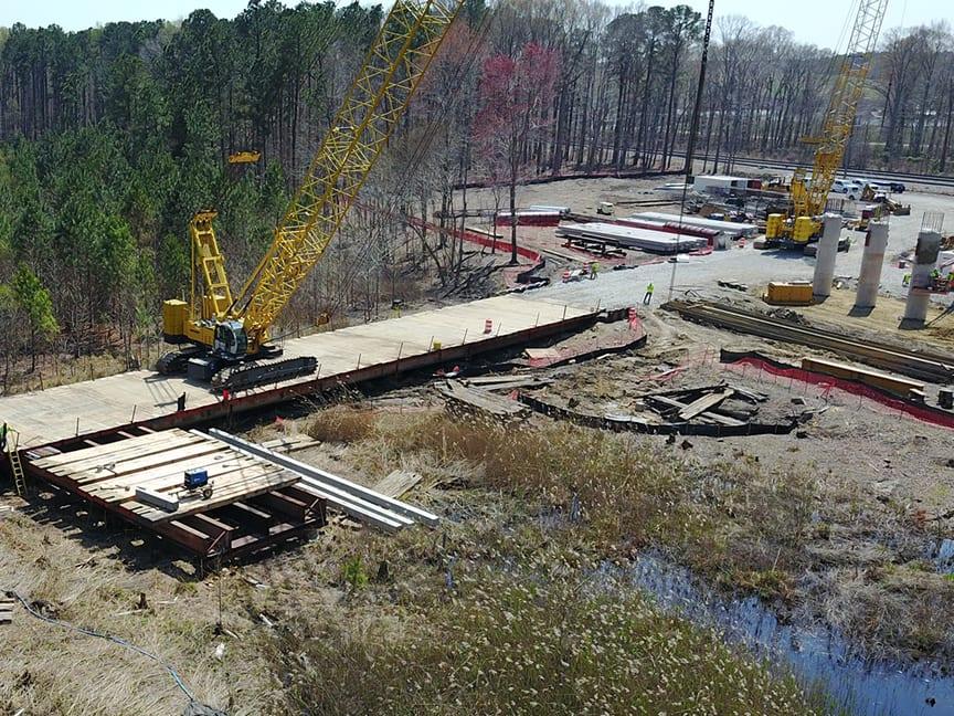 200-ton Kobelco crane on temporary work bridge
