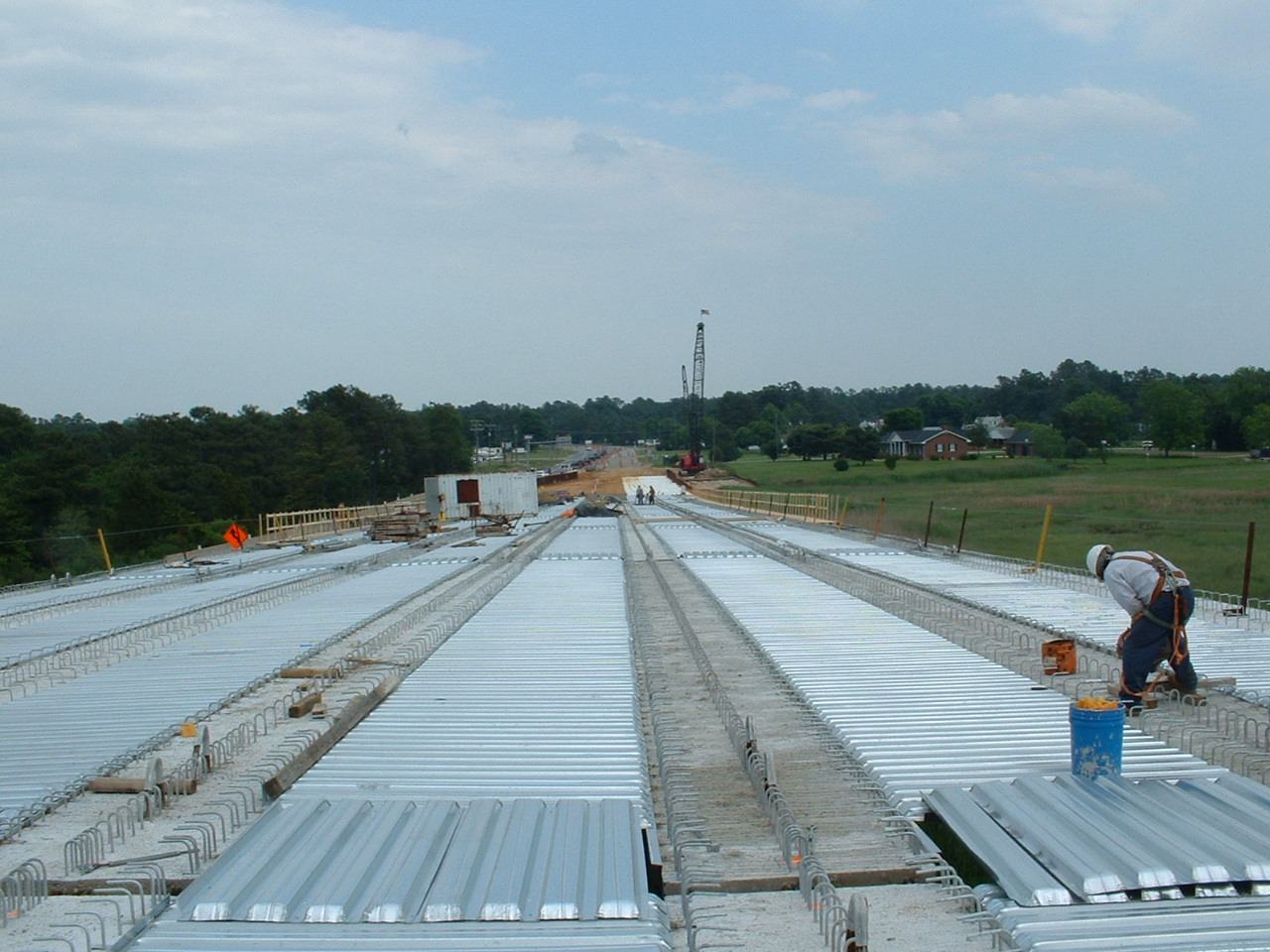 Metal deck pan installation for bridge deck