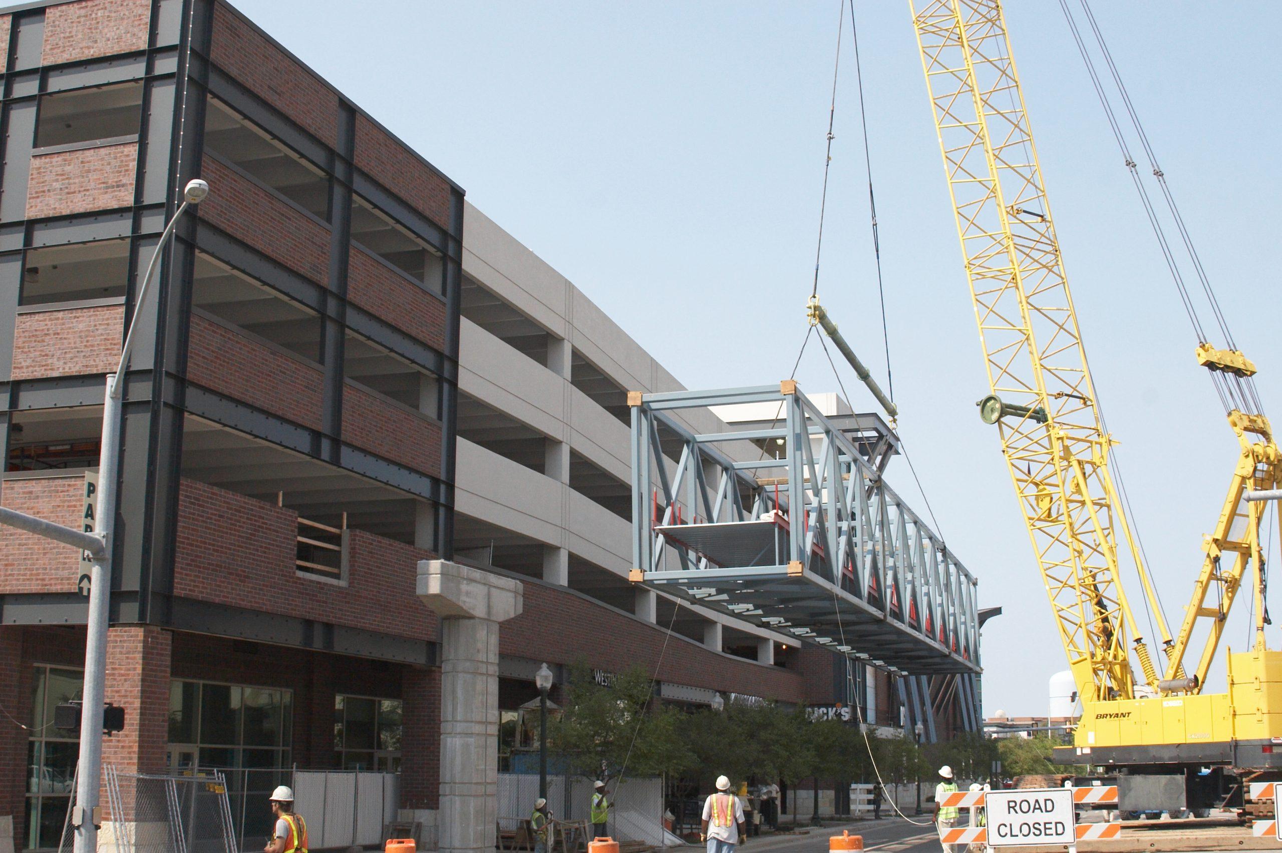 Lifting 130-ft long steel truss bridge